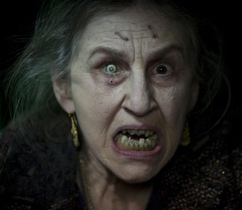 lorna-raver-interpreta-mrs-ganush-nel-film-horror-drag-me-to-hell-118286.jpg