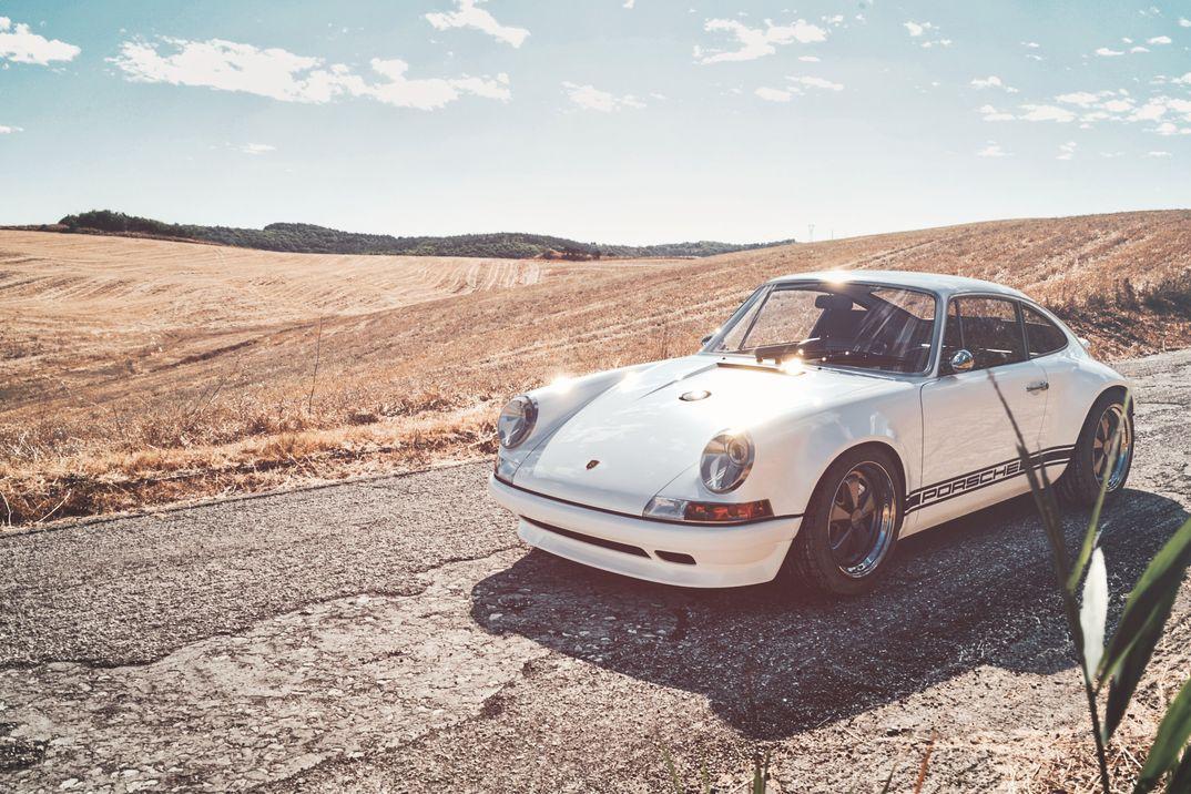 Porsche 911 Singer vs Porsche 930