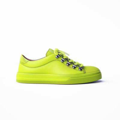 test materiale sss plastic su sneaker