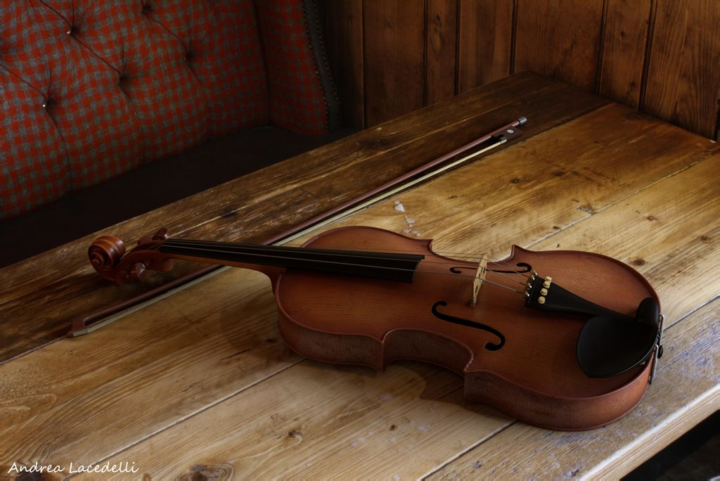 Violin_Render_low.jpg